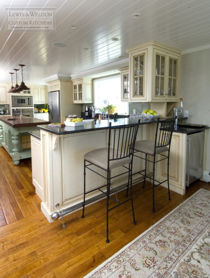 Kitchens West Yarmouth - Lewis & Weldon Custom Kitchens